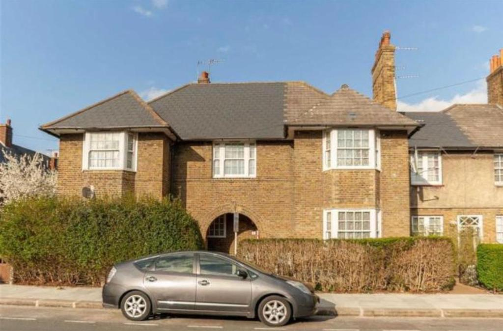 Mellitus Street, East Acton, London, W12 0AS